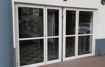 Aluminium-shop-front-ninos-glass
