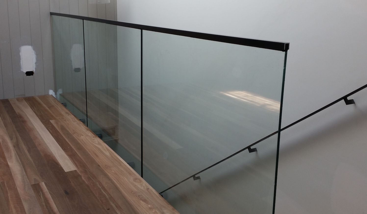 frameless balustrade top glaze handrail- Ninos Glass