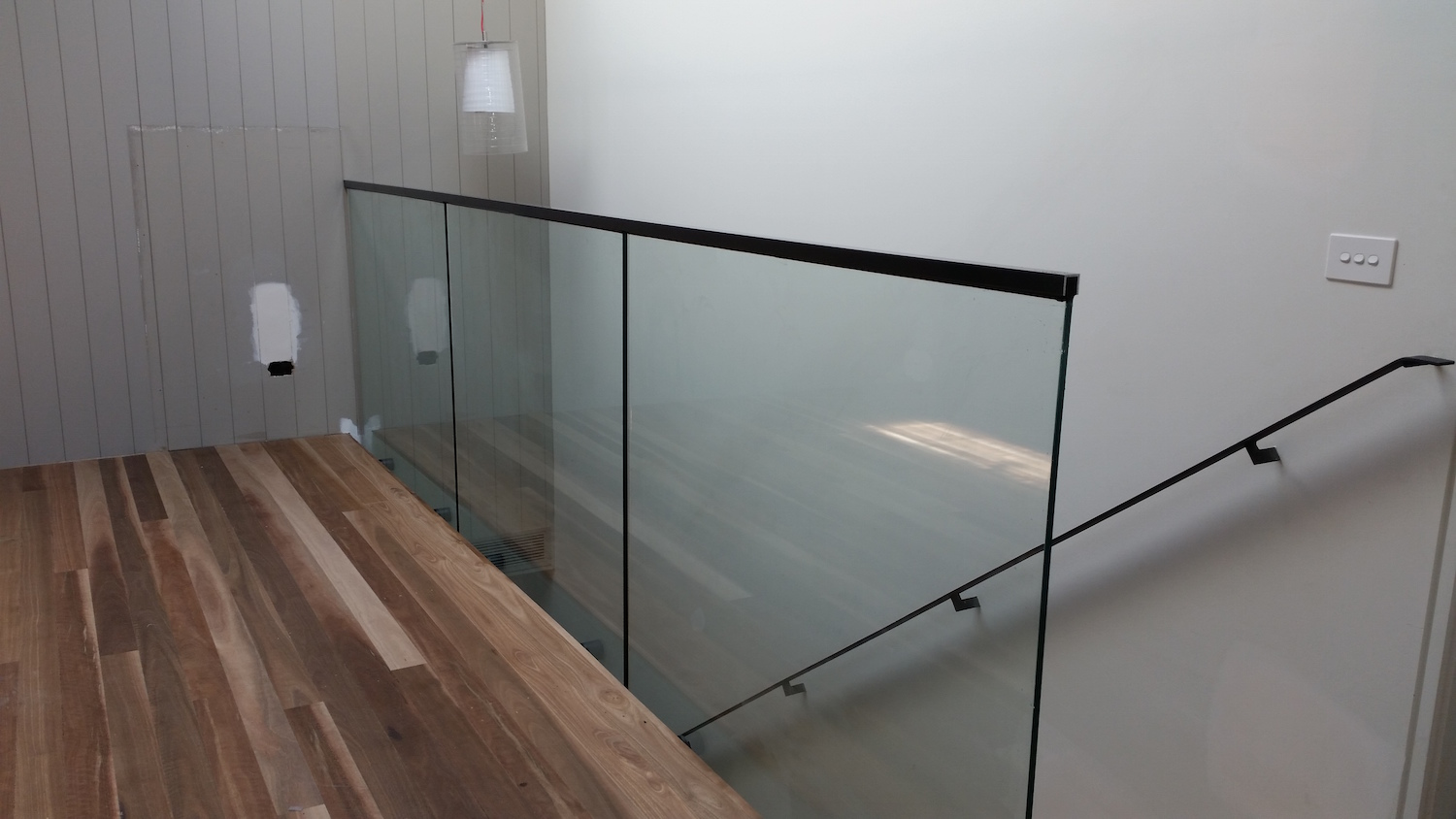 frameless balustrade top glaze handrail-ninos-glass3