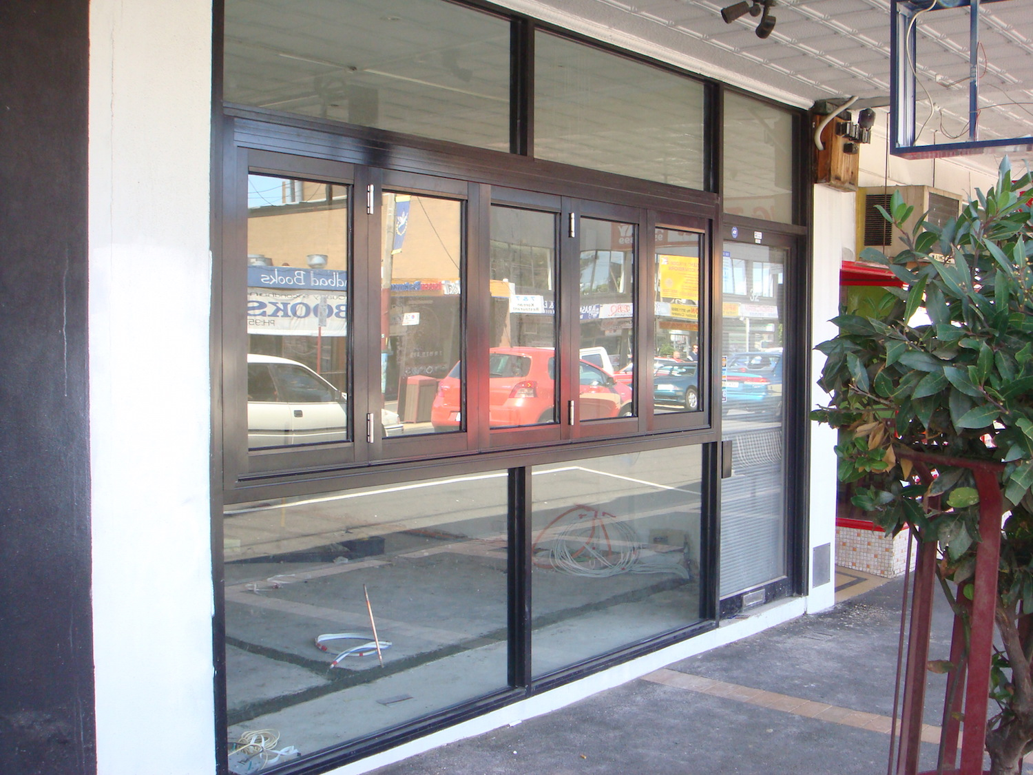 shopfront-ninos-glass