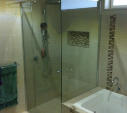 semi-frameless shower screen-ninos-glass