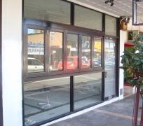 shopfront-ninos-glass